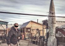 Житель Бурятии приволок с полигона авиабомбу и украсил ею свой двор
