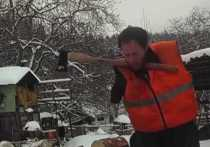Глава Чечни показал подписчикам дровосека без рук