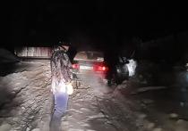 Спасатели Якутии вызволили машину из снежного плена в районе Нерюнгри