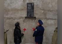 Мемориальную доску в память о 13-летнем герое, защищавшем сестру от убийцы, установили в Удмуртии
