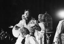 В день самого любимого мужчинами весеннего праздника, к 80-летию со дня рождения легендарного советского артиста Андрея Миронова, в театре «Геликон-опера», в парадном зале «Тихонов», откроется выставка «Гримерка Андрея Миронова»