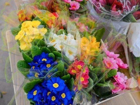 Россиянки назвали цветы бесполезным, но желанным подарком на 8 Марта
