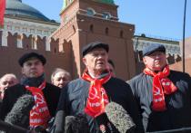 5 марта, по давно заведенной в КПРФ традиции, Геннадий Зюганов в сопровождении группы партийцев и коммунистической молодежи численностью в несколько сот человек посетили Красную площадь и возложили цветы к месту захоронения Сталина