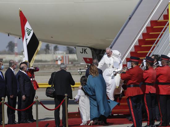 Привитой Папа Римский отправился в Ирак
