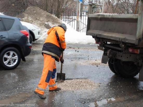 На выходных в Рязани продолжат заделывать ямы на дорогах