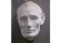 Зачем из могил крали трупы знаменитостей: мертвая голова на серванте