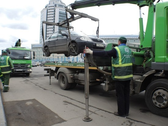 С 5 апреля в столице начнут действовать новые тарифы на эвакуацию и хранение автомобилей, припаркованных с нарушением ПДД