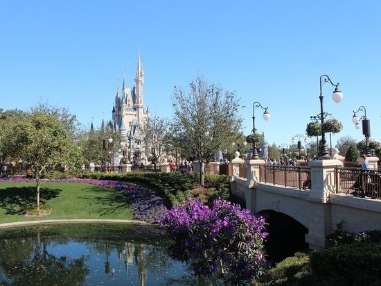 Диснейленду в Калифорнии разрешили открыться 1 апреля