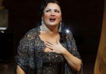 Оперная певица Нетребко надела паранджу и ушла в пустыню