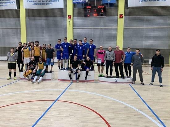 Пожарные сыграли в футбол с командами Пуровского района