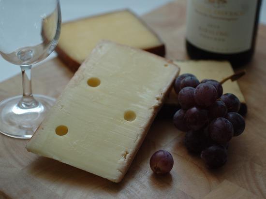 Французские ученые раскрыли секрет сочетания сыра и вина