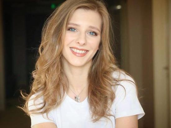 Звезда сериала «Папины дочки», актриса Лиза Арзамасова рассказала в Instagram о курьезном случае, который произошел с ней во время церемонии награждения