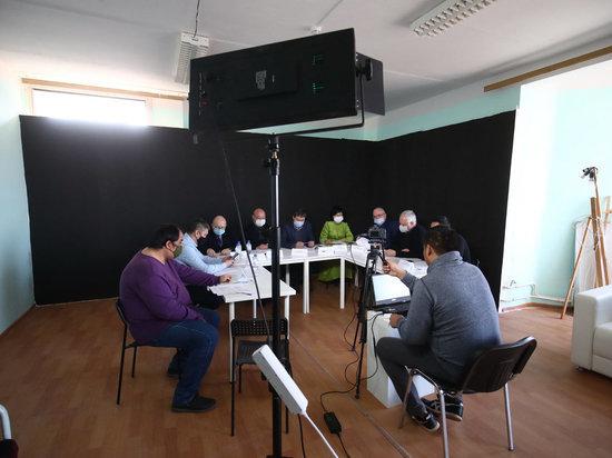 Представители политических партий, депутатского корпуса и экспертного сообщества Калмыкии обсудили проблемы социально-экономического развития республики и предстоящие выборы в Госдуму