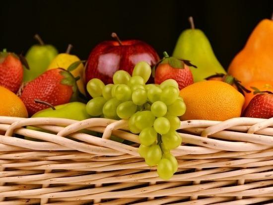 Диетолог рассказала, как правильно есть фрукты