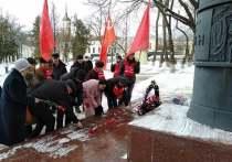 В день рождения Сталина калужане возложили цветы к памятнику Ленина