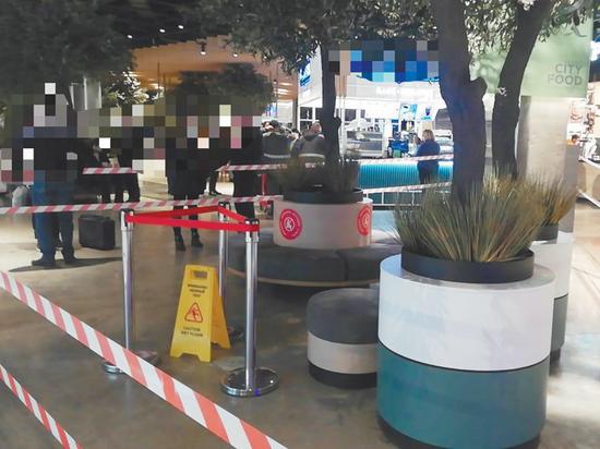 В абсолютно неожиданном и безопасном на первый взгляд месте – на фудкорте крупного торгового центра на проспекте  Мира – получила удар током 3-летняя девочка