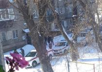 «Знали, чем все закончится»: в Челябинске парень и девушка выпали с четвертого этажа