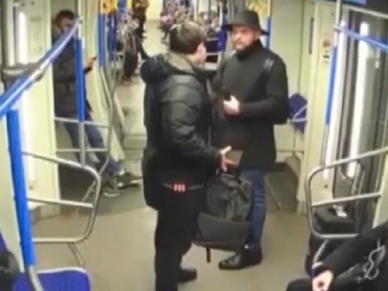 Бродячий музыкант распылил газ в московском метро