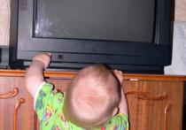 Ламповый телевизор, упавший на двухлетнюю малышку в Люберцах, чуть не проломил ребенку череп