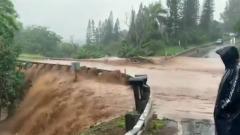 На Гавайях проливные дожди угрожают островам наводнением