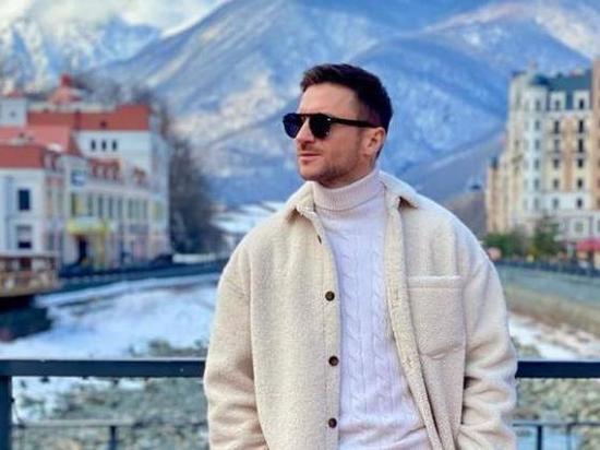 Сергей Лазарев в Сочи поздравил женщин оригинальным способом