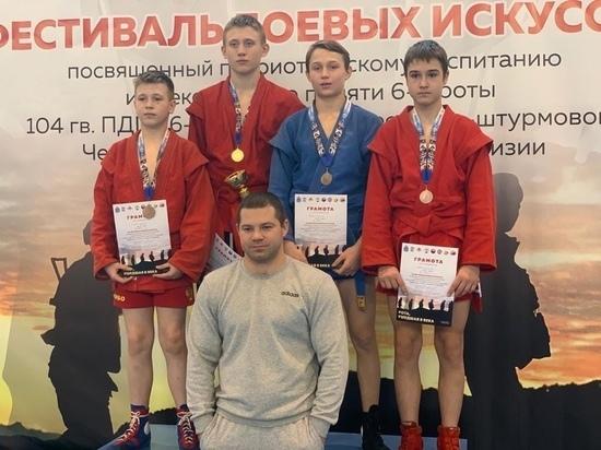 Самбисты из Пскова завоевали 9 медалей на областных соревнованиях