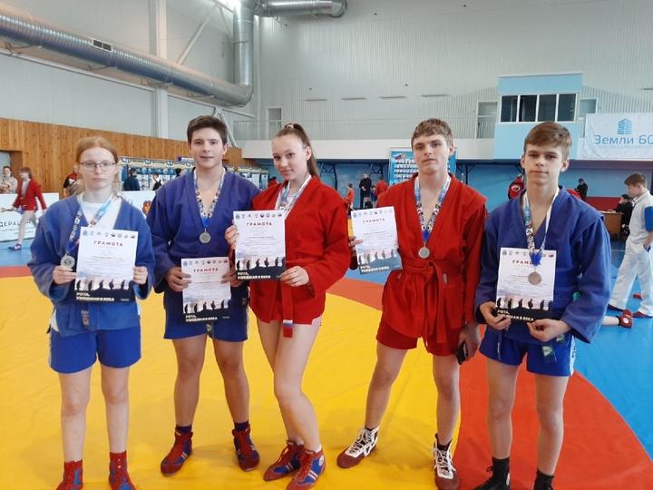На областных соревнованиях 9 медалей завоевали самбисты из Пскова , фото-2