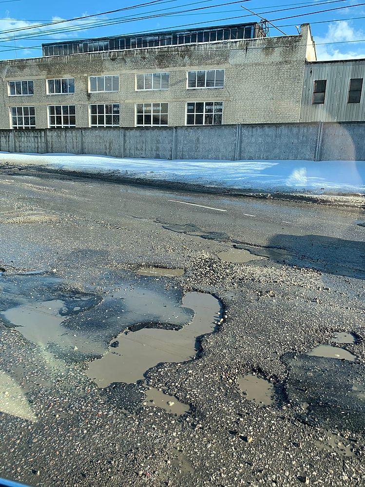 По следам зимы: живописные ямы на дорогах Рязани