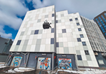 Автомобиль «Порше Макан» 9 марта едва не свалился с высоты пятого этажа, протаранив стену многоуровневой парковки в ЖК «Ривер Парк» на Коломенской набережной