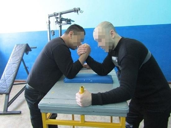 Турнир по армреслингу прошёл среди заключённых Колымы