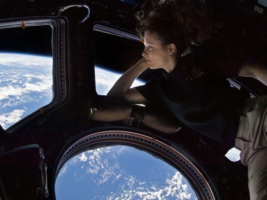Главной героине предстоят испытания, которые нелегко даются даже опытным космонавтам