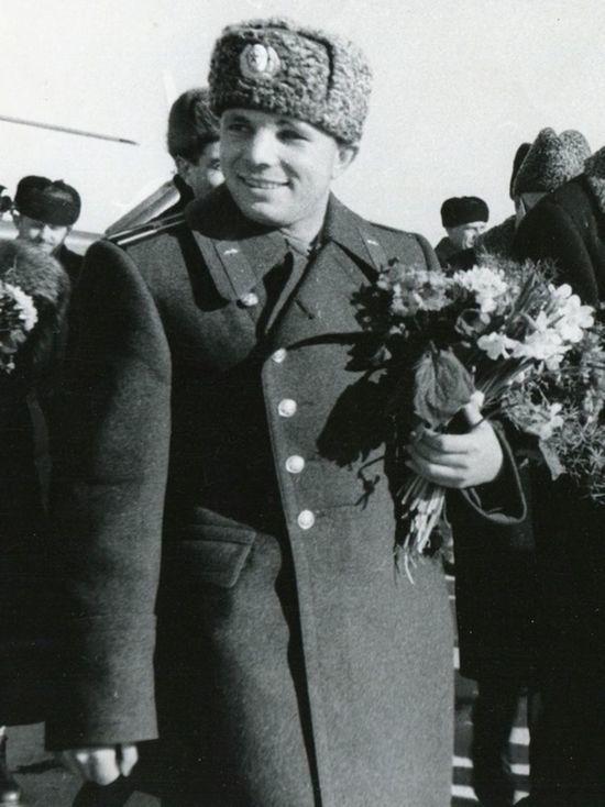 В Джакарте открыли памятник Гагарину