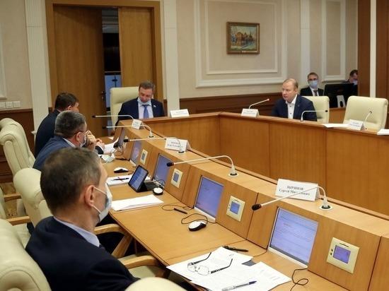 Свердловские депутаты введут возрастной ценз для губернатора и запрет на иностранное гражданство