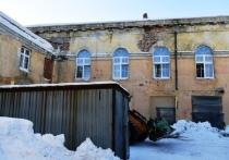 Реконструкция, начавшаяся с пожара: в Сегеже продолжается ремонт библиотеки