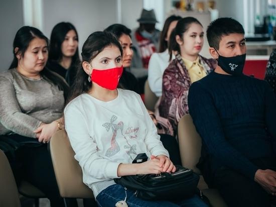 В Астрахани иностранные студенты узнали о подвиге подольских курсантов