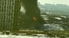 В Подмосковье загорелся автосервис: черный дым повсюду