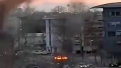 Протестующие во французском Лионе начали жечь машины: кадры погрома