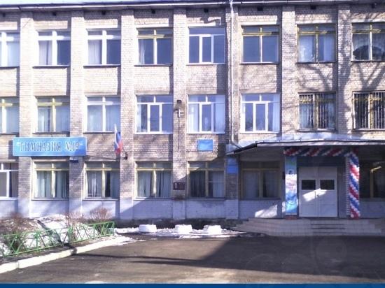 Из окна здания гимназии в Калуге выпала школьница