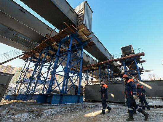 Губернатор Андрей Воробьев проверил ход реконструкции автодороги М-5, снабжение Люберец водой и пообщался с юными хоккеистами