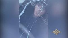 Иркутский наркоман прокатил на капоте полицейского и попал на видео