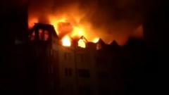 Вспыхнувшую многоэтажку в Анапе сняли на видео