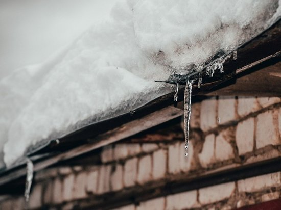 Смертельный сход: сошедший с крыши снег накрыл жителя Петрозаводска
