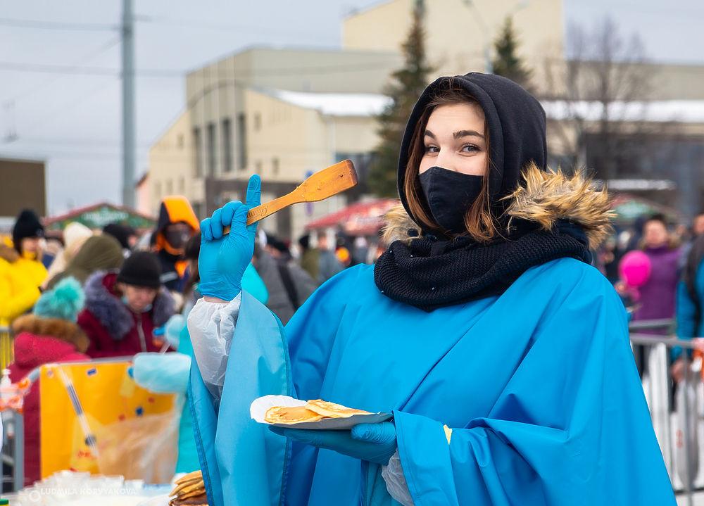 Рекорд: более шести тысяч оладий испекли на Масленице в Петрозаводске