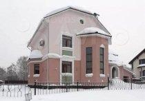 Строившийся на протяжении десятилетия коттедж с итальянскими фресками продают в Кемерове
