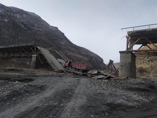 В Дагестане рухнул мост с грузовиком