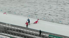 Видео Лукашенко на лыжне: соперник падает три раза