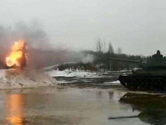 В Петербурге чучело Масленицы расстреляли из танка