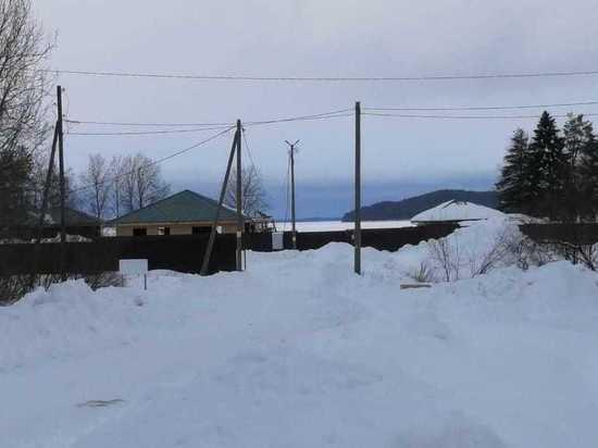 В Эссойле забором перекрыли дорогу к пожарному пирсу