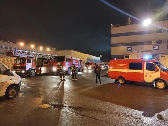 Ночной пожар на складе у Паровозного музея тушили почти 100 человек