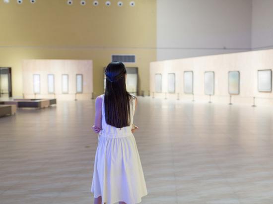 Выставка работ чиновницы возмутила профессоров академии художеств